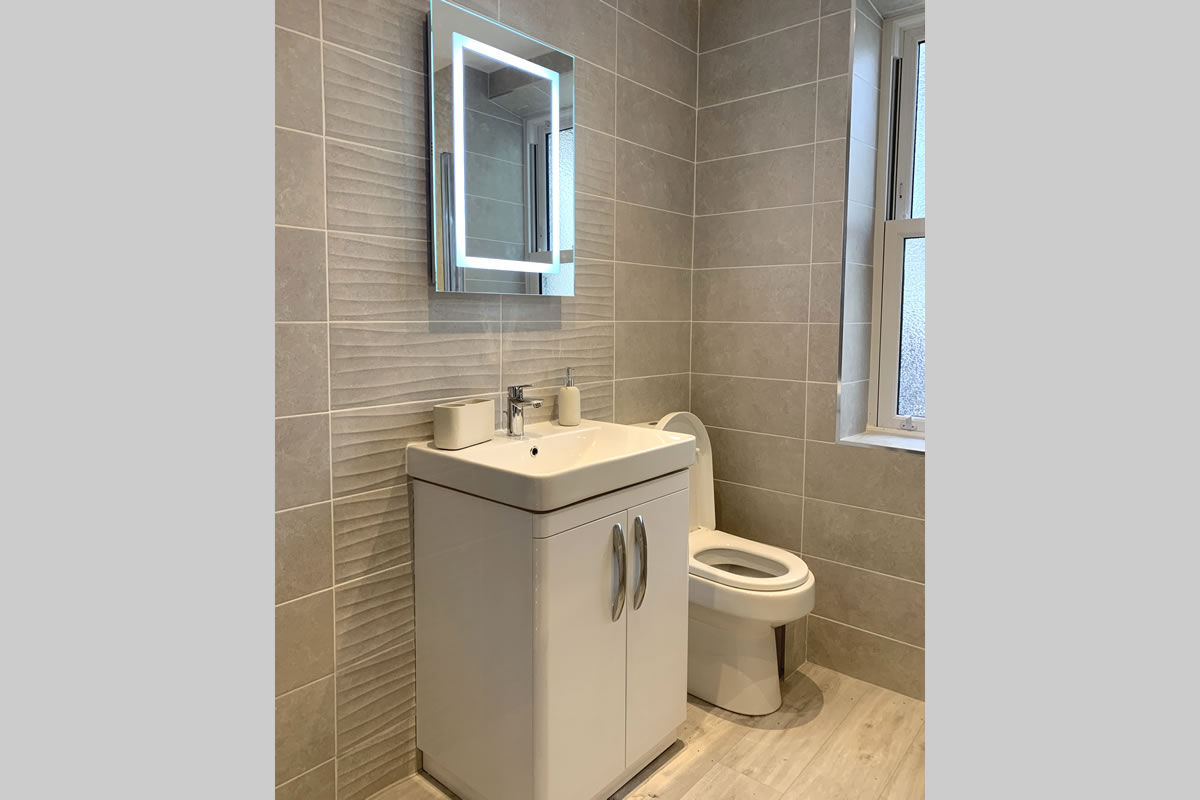 Morlais bathroom 1